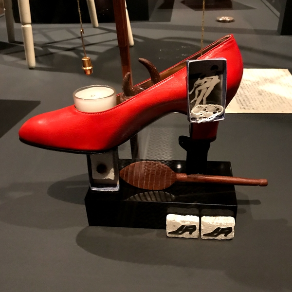 Gala shoe, salvador dali, dali sculpture,